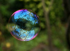 240px-Reflection_in_a_soap_bubble_edit