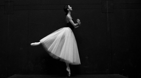 ballerina sergei-gavrilov-528341-unsplash-2